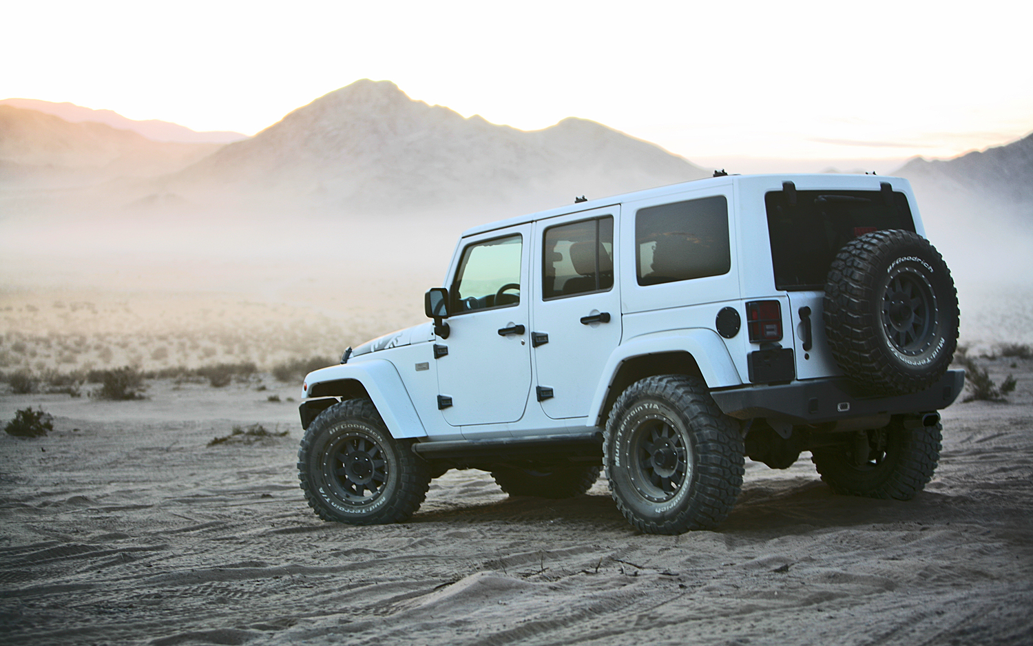 XPLORE-2012-Jeep-Wrangler-Unlimited-Rubicon-rear-view